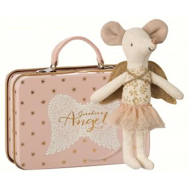Grande soeur souris ange gardien dans sa valise