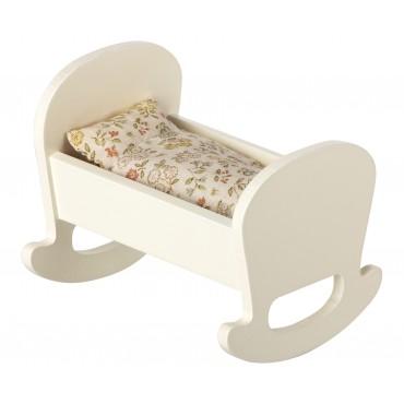 Berceau en bois pour bébé souris