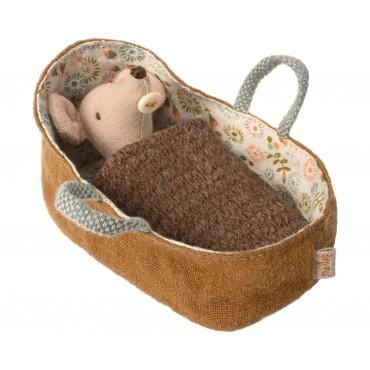 Bébé souris dans son couffin (MY)
