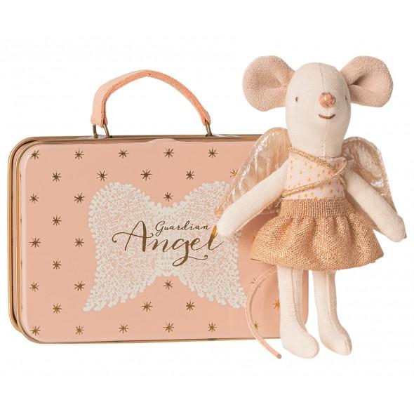 Petite sœur souris ange gardien dans sa valise
