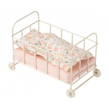Petit lit  à roulettes pour bébé souris/lapin (micro)