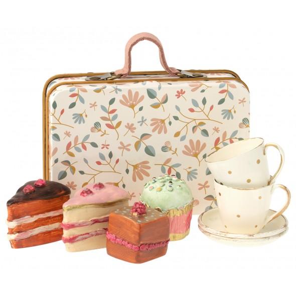 Set de gâteaux dans une valise
